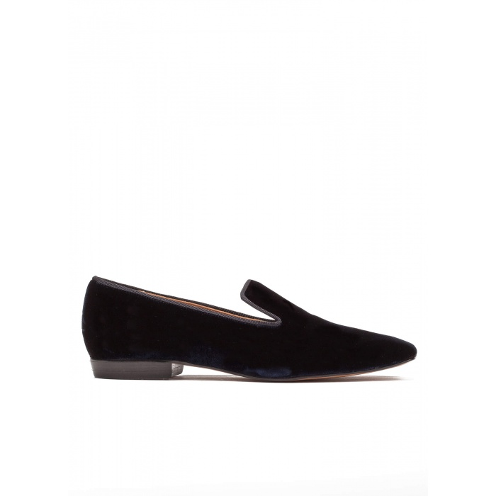 Flat loafers in night blue velvet