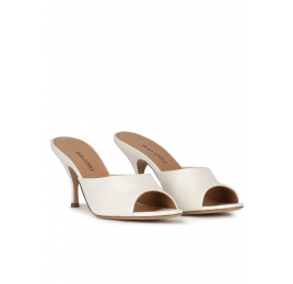 Mid curved heel mules in off-white leather Pura López