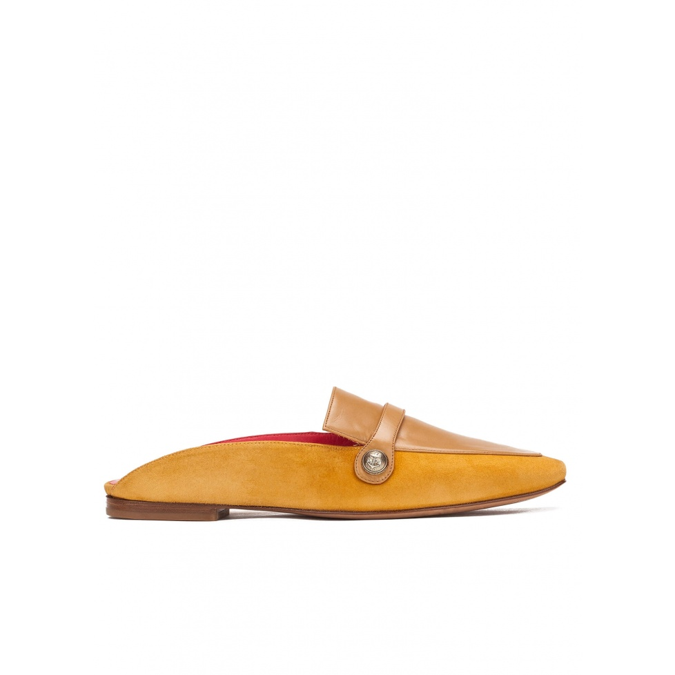 Flat mule shoes in tobacco leather and suede