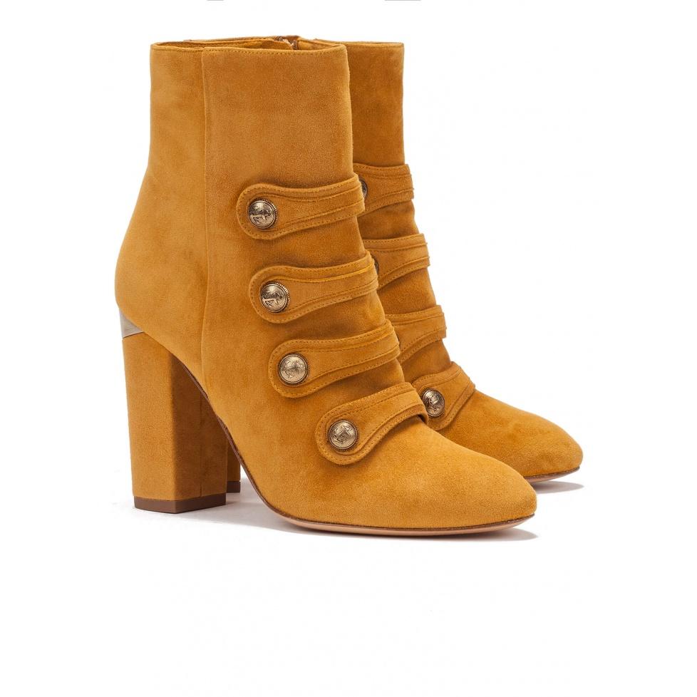 Botines de tacón en ante mostaza- Tienda de zapatos Pura López