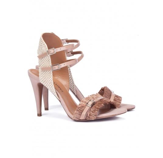 Sandalias nude de tacón alto con flecos Pura L�pez