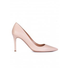 Nude calf leather pointy toe pumps Pura López
