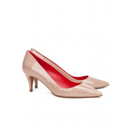 Mid heel pumps in nude patent leather Pura López