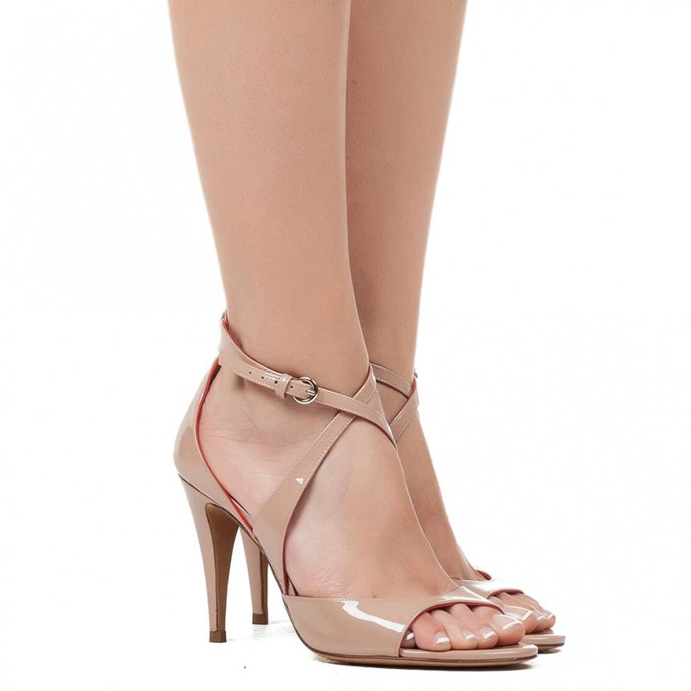 Sandalia de tacón alto en charol  - tienda de zapatos Pura López