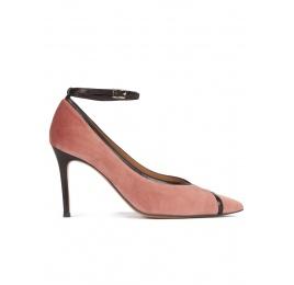 Zapatos de tacón en terciopelo nude y piel color negro con pulsera Pura López