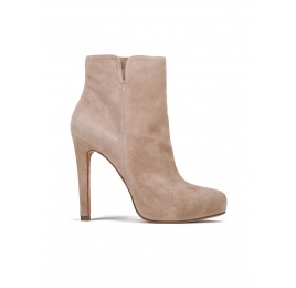 High heel ankle boots in sand suede Pura López