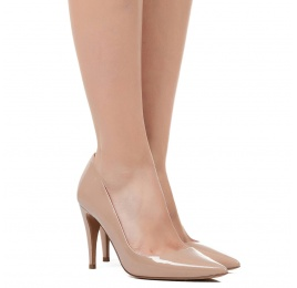 High heel pumps in nude patent leather Pura López
