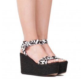 Wedge sandals in black printed white leather Pura López