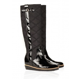 Flat boots in black patent leather and quilted fabric Pura López