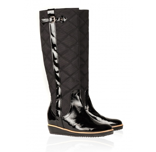 Flat boots in black patent leather and quilted fabric Pura L�pez