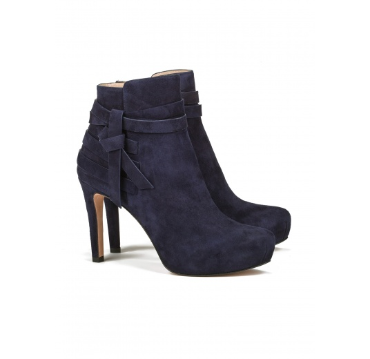 Mid heel ankle boots in navy blue suede Pura L�pez
