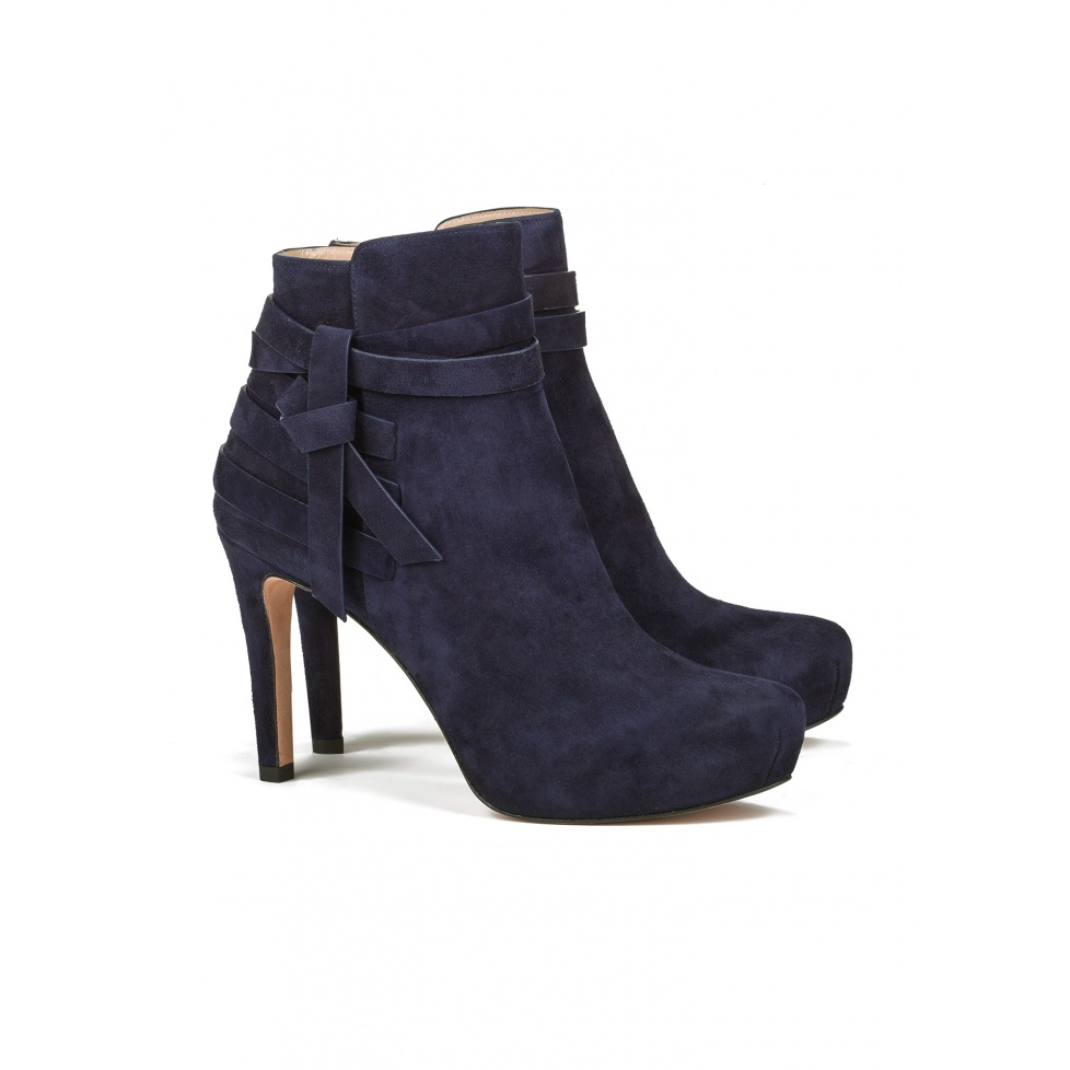 Mid heel ankle boots in navy blue suede - online store Pura Lopez