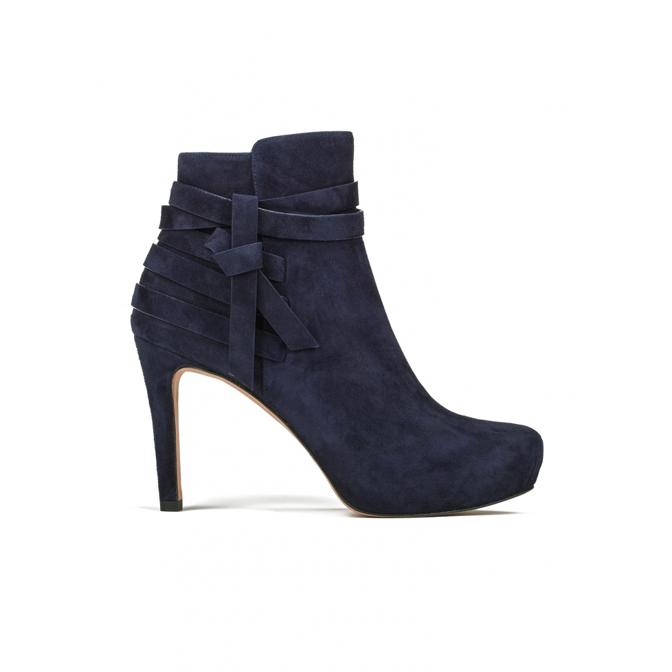Mid heel ankle boots in navy blue suede