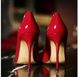 Red patent leaher pointy toe pumps Pura López