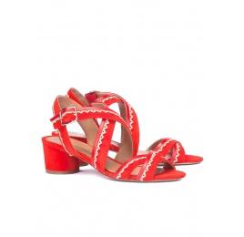Sandalias de tacón ancho en ante rojo con tiras cruzadas Pura López