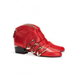 Mid heel ankle boots in red leather Pura López