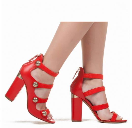 Sandalias de tacón alto en piel color rojo con botones Pura L�pez