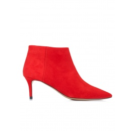 Mid heel ankle boots in red suede Pura López