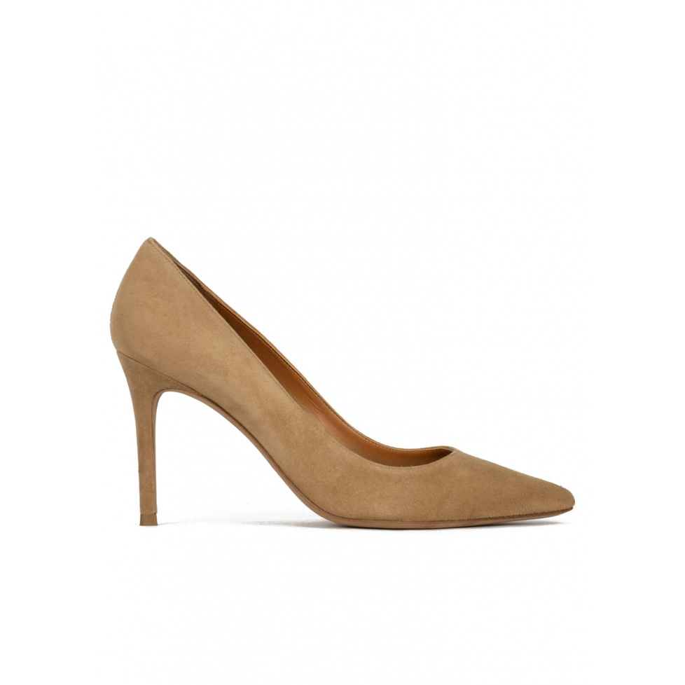 Point-toe high heel pumps in camel suede