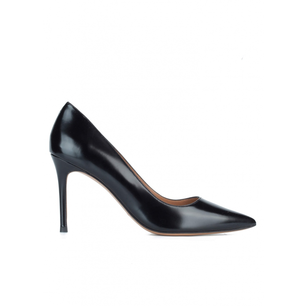Black glossed leather heeled pumps