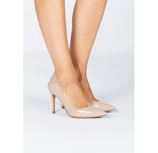 Nude patent leather pointy toe pumps Pura L�pez