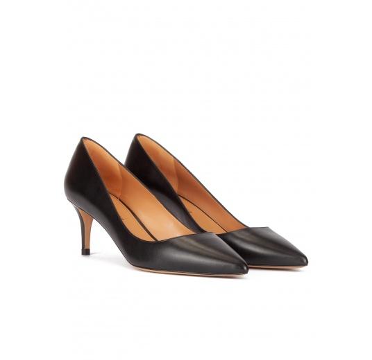 Mid heel pumps in black calf leather Pura López