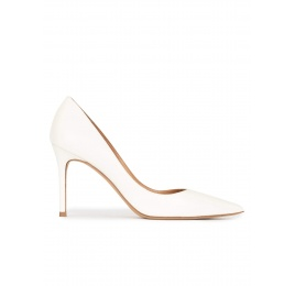Point-toe high heel pumps in off-white leather Pura López