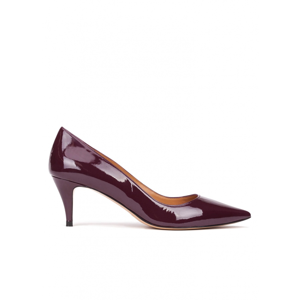 Mid heel pumps in aubergine patent leather