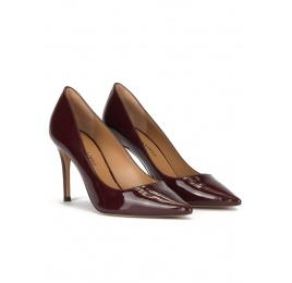 Zapatos de tacón alto y punta fina en charol burdeos Pura López
