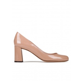 Mid block heel pumps in nude patent leather Pura López