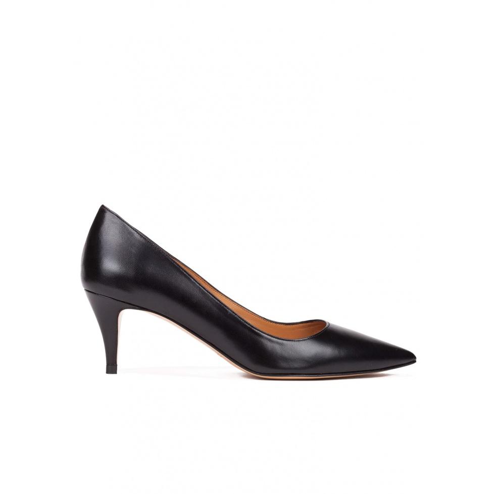 Zapatos de salón con tacón medio en piel color negro