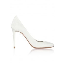 High hee bridal pumps in offwhite satin Pura López