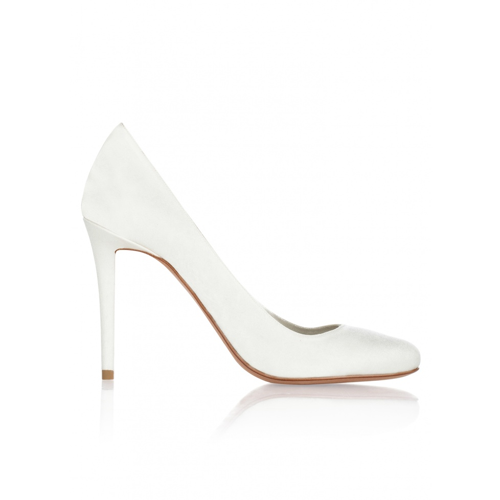 High hee bridal pumps in offwhite satin