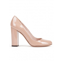 Block high heel pumps in nude patent leather Pura López