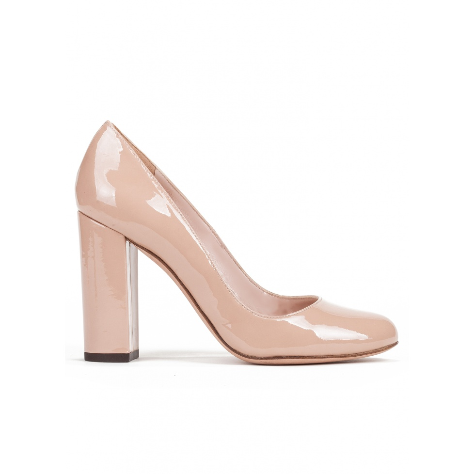 Block high heel pumps in nude patent leather