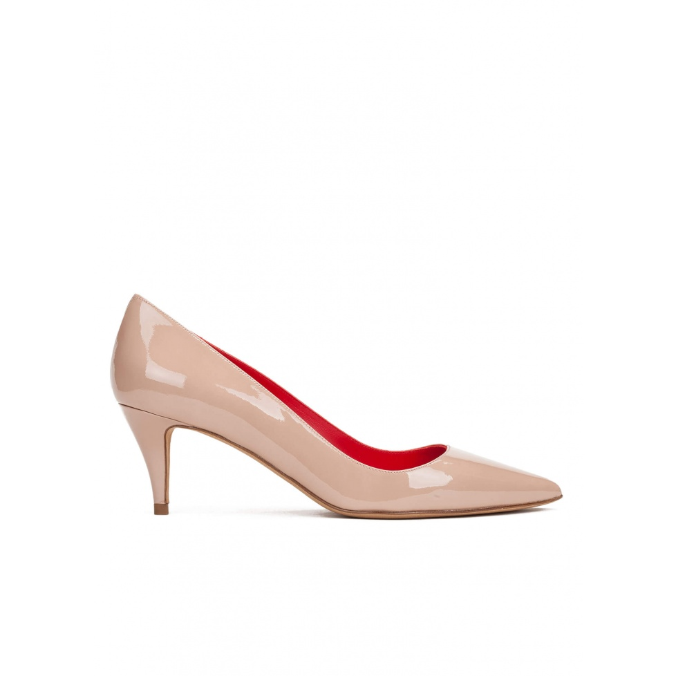 Mid heel pumps in nude patent leather