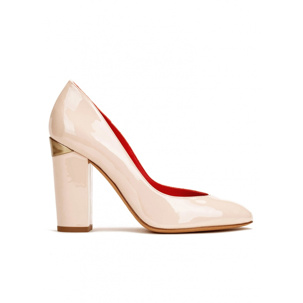 High block heel pumps in light nude patent leather