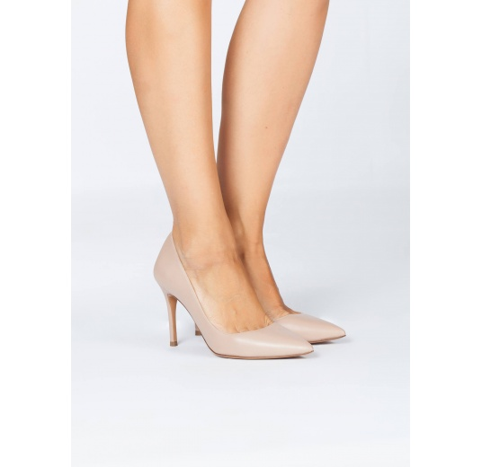 Nude calf leather pointy toe pumps Pura L�pez