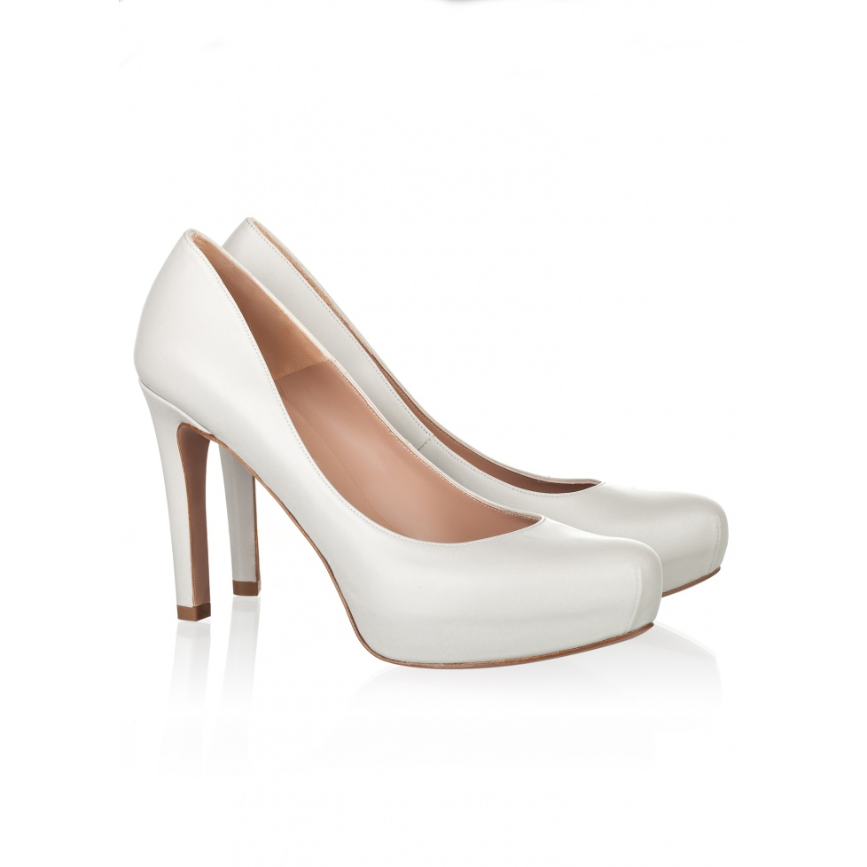 Mid heel pumps in stone leather- online shoe store Pura Lopez