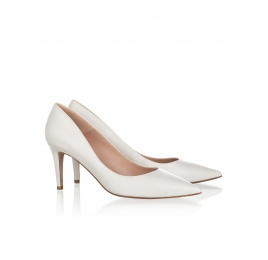 Mid heel pumps in natural white leather Pura López