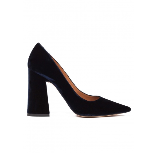 Zapatos de salón de tacón alto en terciopelo azul noche Pura López