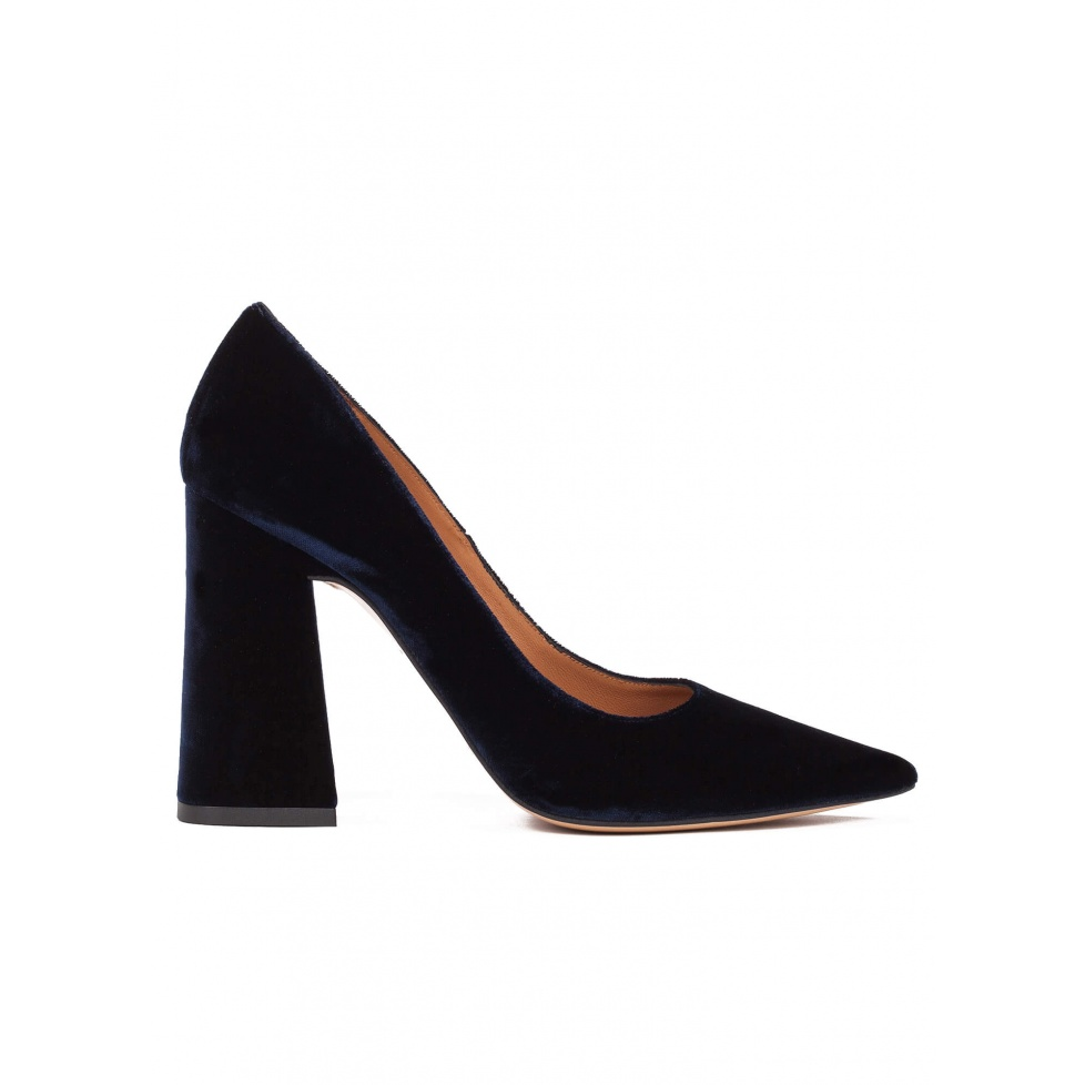 High block heel pumps in night blue velvet