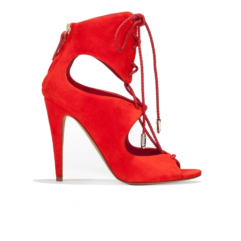 Sandalias de tacón alto en ante rojo con cordones trenzados