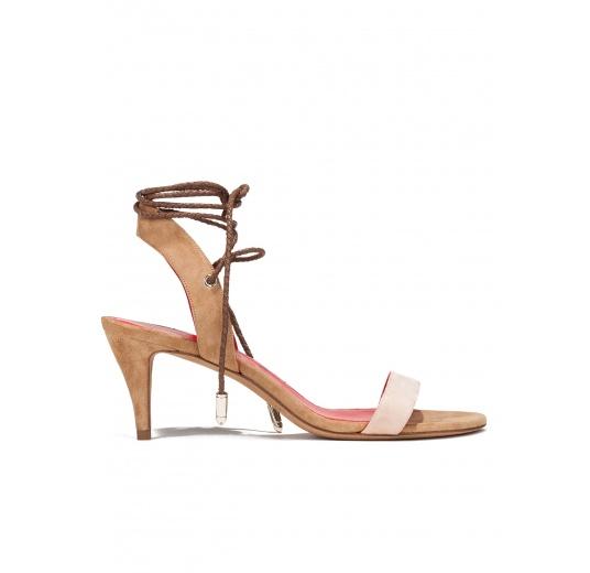 Sandalias de medio tacón en ante bicolor con cordones trenzados Pura L�pez