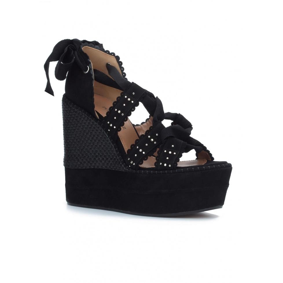 Sandalias negras con cuña - tienda de zapatos Pura López