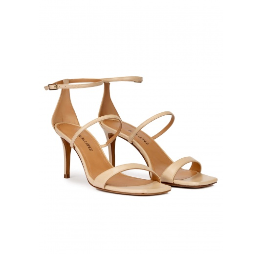 Sandalias de puntera cuadrada y tacón medio en piel beige Pura López