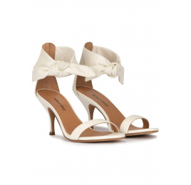 Mid heel sandals in off-white leather Pura López