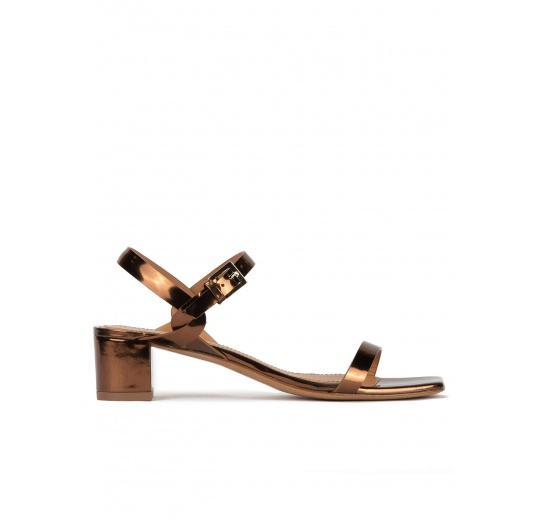 Bronze mid block heel sandals in metallic leather Pura López