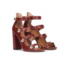 High block heel sandals in burgundy leather with golden buttons Pura López