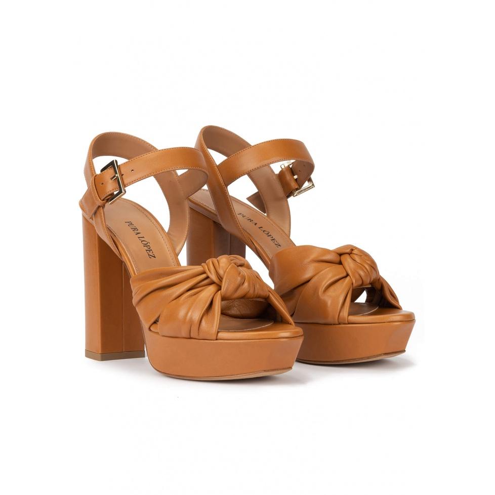 Sandalias altas de plataforma en piel camel